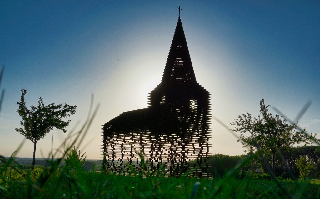 L'église «Reading between the lines»